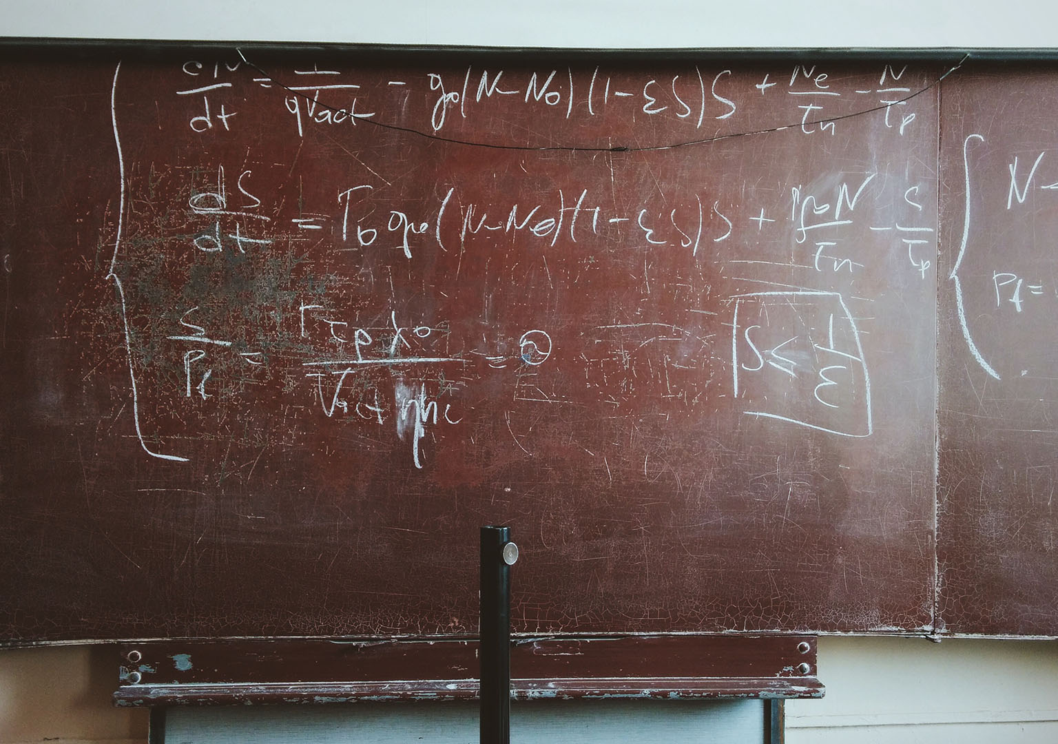 Behavioral economics and motivation research: Equations on a chalkboard